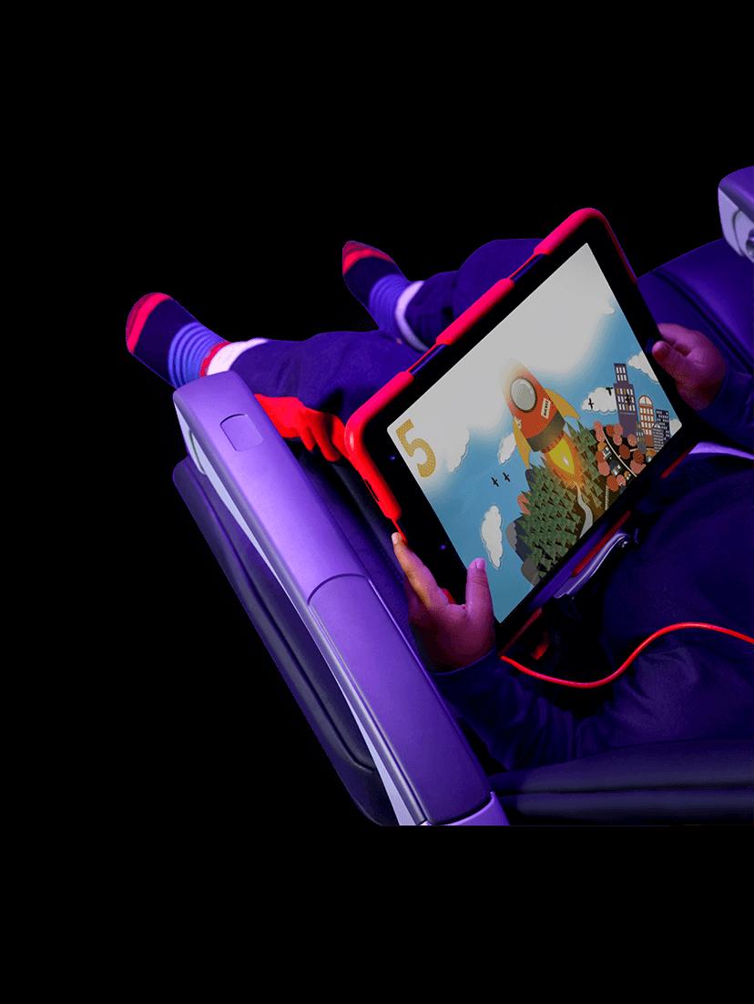 iPadを使っている子供