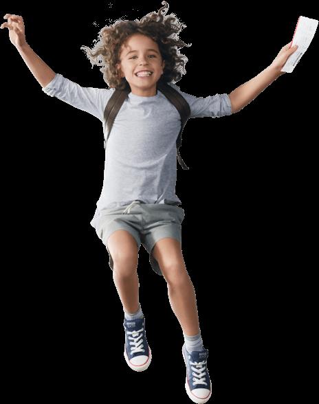 ヴァージン・オーストラリアの航空券を手に宙に浮いている子供